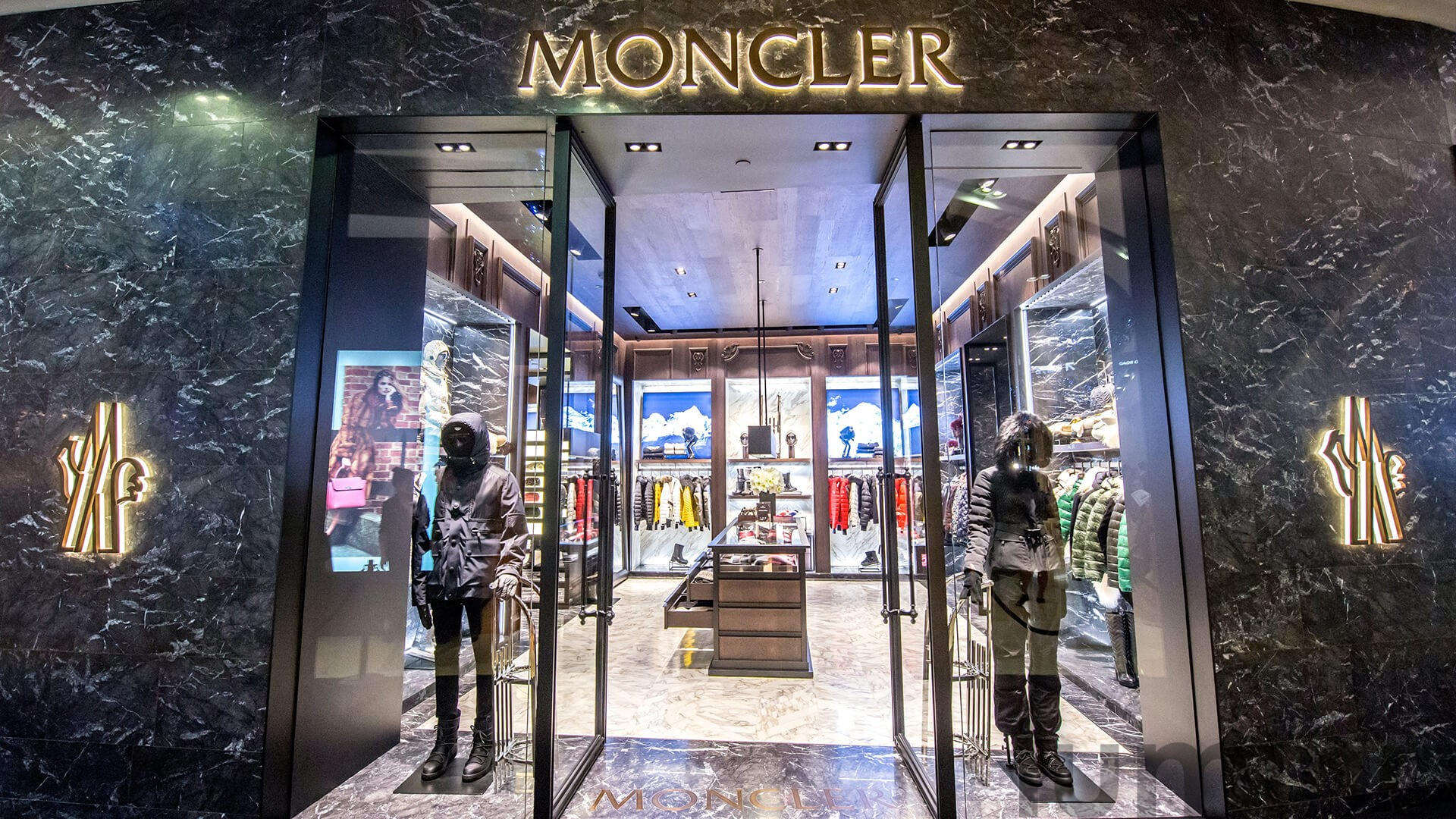 http://Moncler%20–%20Singapore's%20First%20Moncler%20Store%20Opening